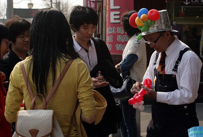 Продавец шаров