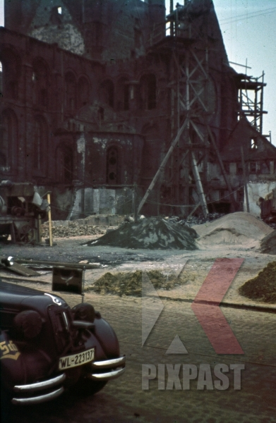stock-photo-ww2-color-stab-staff-car-bmw-luftwaffe-luftlotte-2-minsk-russia-1943-ruin-church-cathedral-8494.jpg