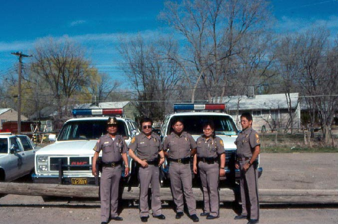 Полицаи. ( 70 фото ) navajo_cops.jpg