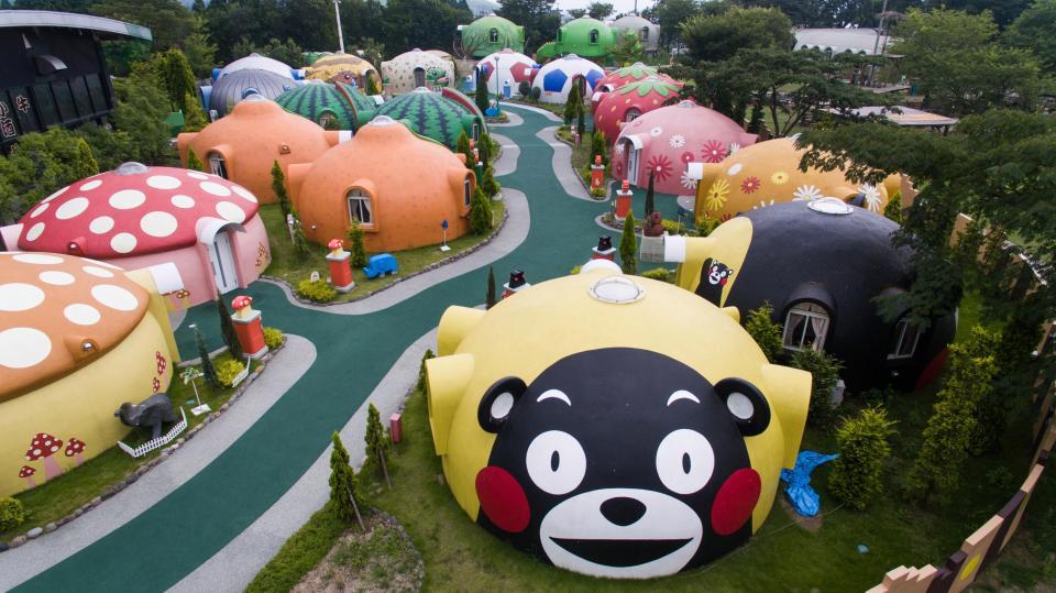 Тематический курорт в Японии с причудливыми домиками