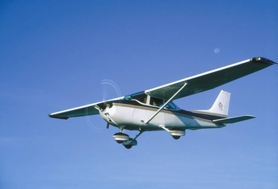 Самолет СЕSSNA перевернулся во время аварийной посадки на Прикарпатье