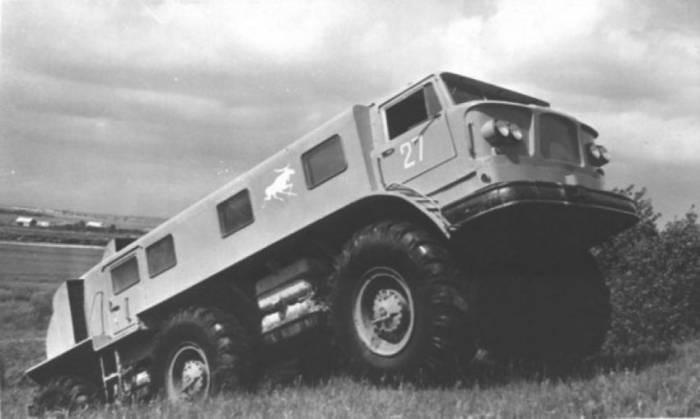 Подвеска снегохода выполнена комбинированной. Передние и задние колёса подвешены независимо друг от