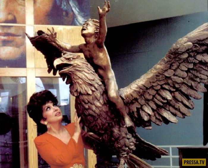 Джина Лоллобриджида и ее композиция «Жить вместе». В 2003 году Лоллобриджида посетила со своей персо