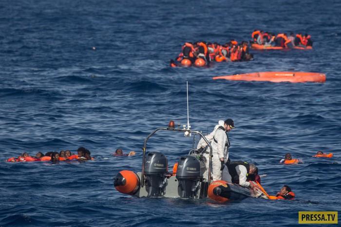 Спасательных жилетов тоже хватает не на всех.