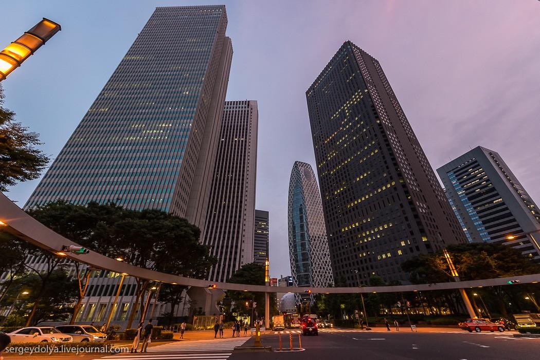 37. Синдзюку — главный административный и коммерческий центр Токио. Именно тут находятся токийские н