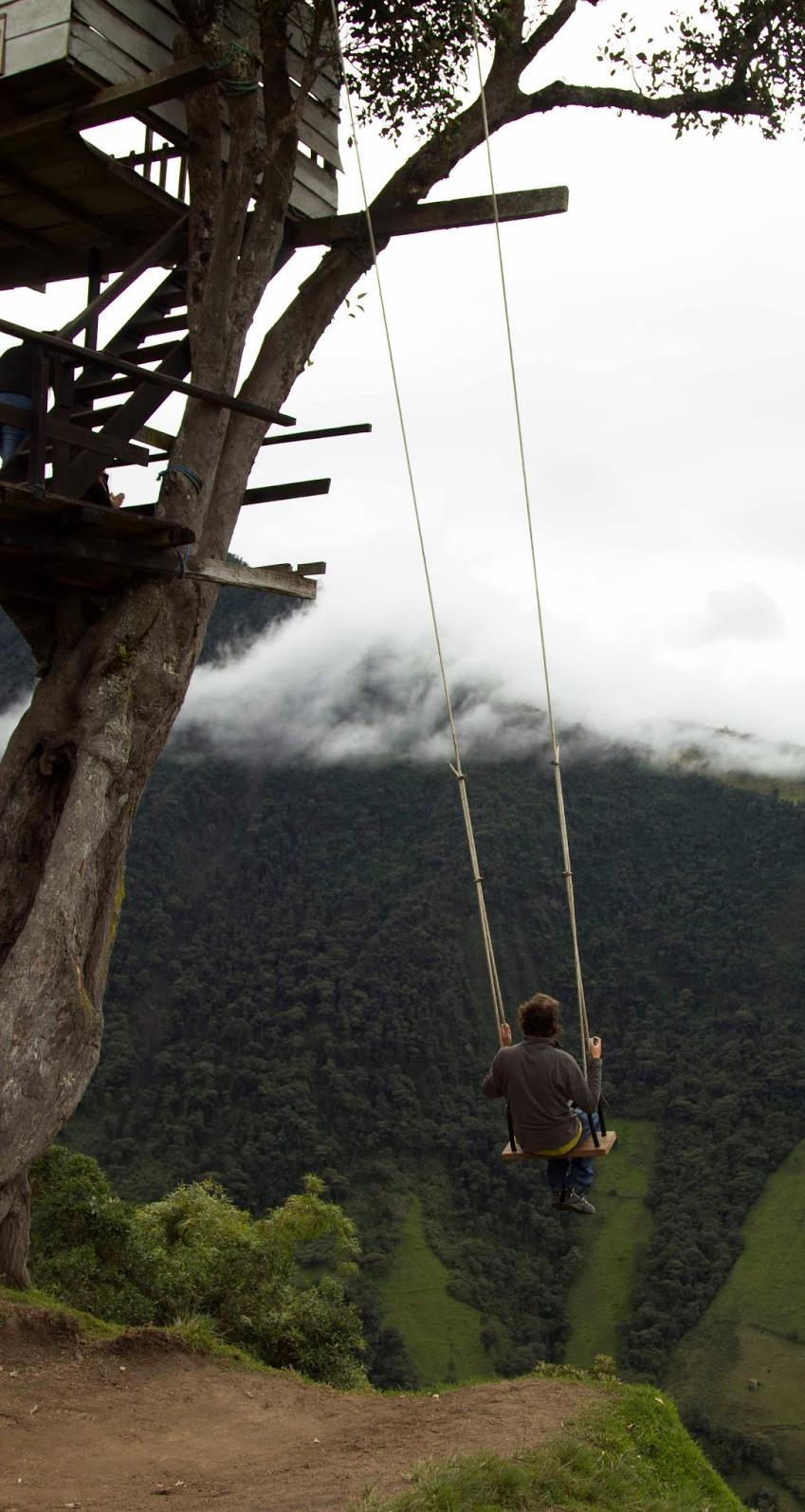 Сумасшедший качели отеля Casa Del Arbol в Эквадоре (15 фото)