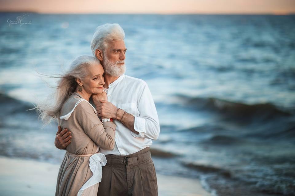 Трогательная фотосессия пожилой пары от российского фотографа
