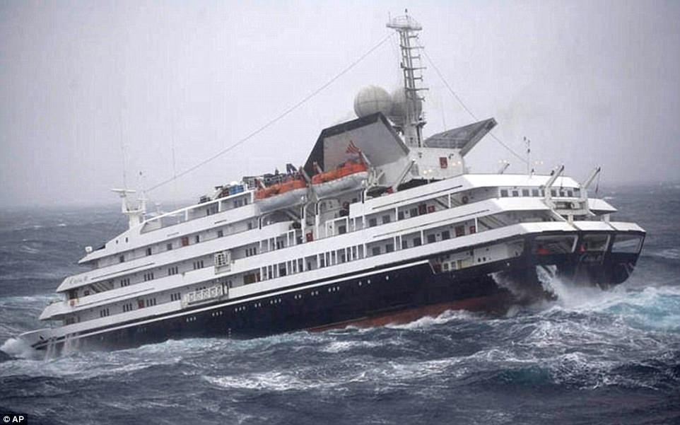Пролив Дрейка, разделяющий Аргентину и Антарктиду, является одним из самых опасных морских путей в м