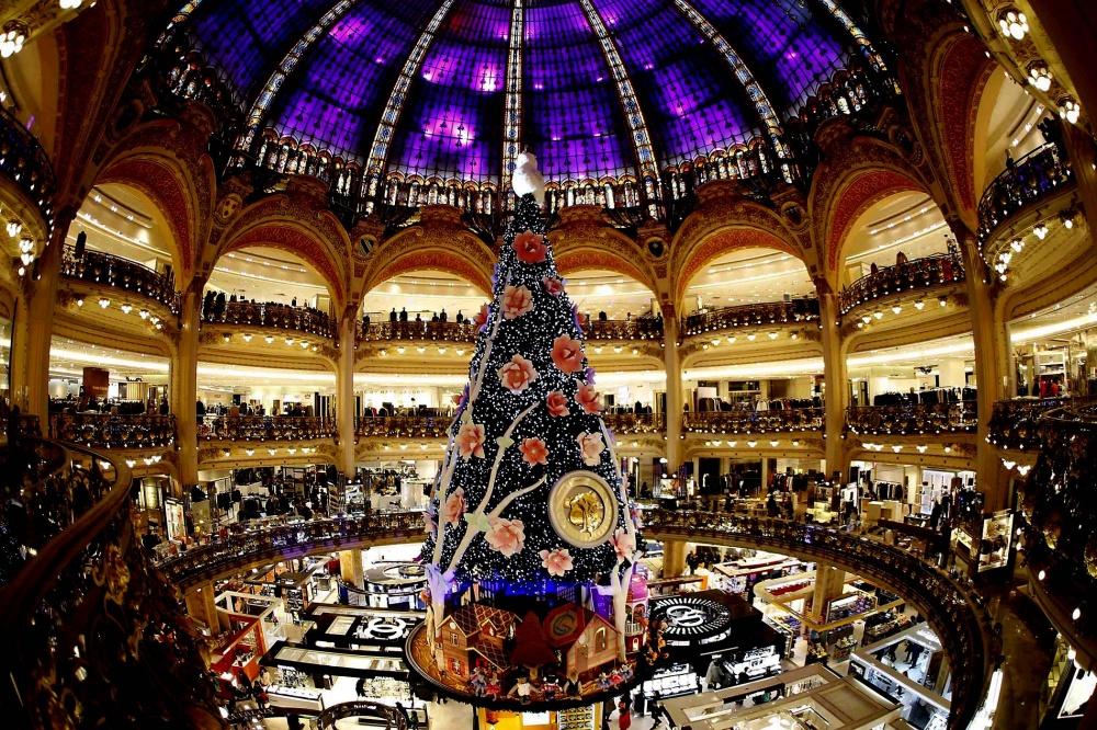 © Charles Platiau  «Галерея Лафайет»— мекка французского шопинга. Каждое Рождество вцентре г