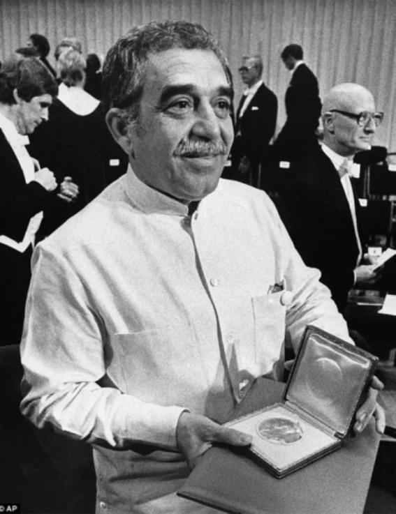 Фото 6 - Габриэль Гарсиа Маркес на вручении Нобелевской премии.jpg