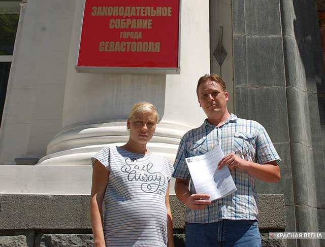 10.07.2017 22:36 Подписи против кулуарной установки Памятника примирения переданы властям