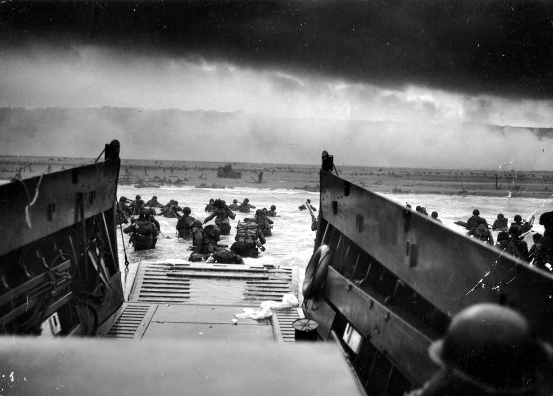 4300 photographs from the Invasion of Normandy are now available online (24 pics)