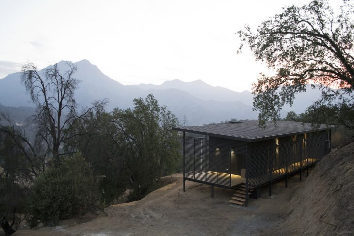 Estudio 111 Arquitectos designed this stunning 90m2 residence located in Hijuelas, Region de Valpara