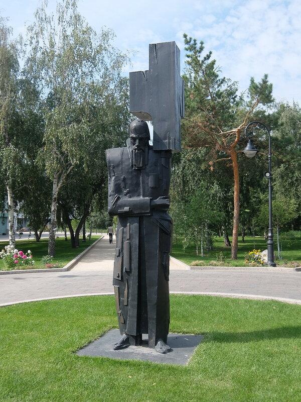 Омск - Памятник Достоевскому