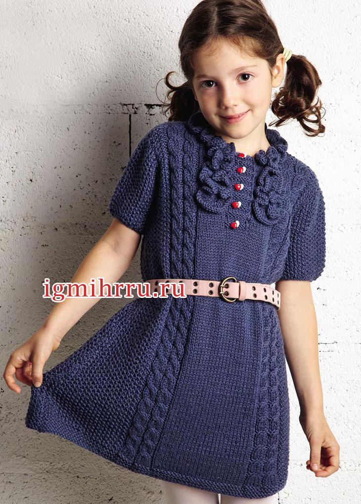 Для девочки 5-7 лет. Синее платье с косами и рюшами. Вязание спицами