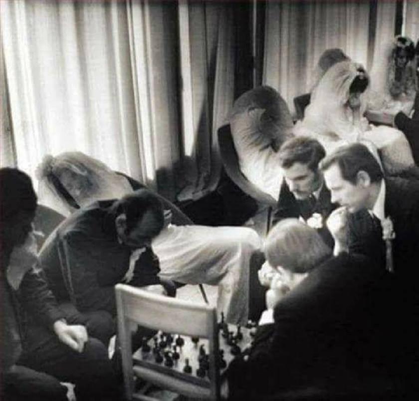 Очередь на венчание в ЗАГСе. 1960.jpg