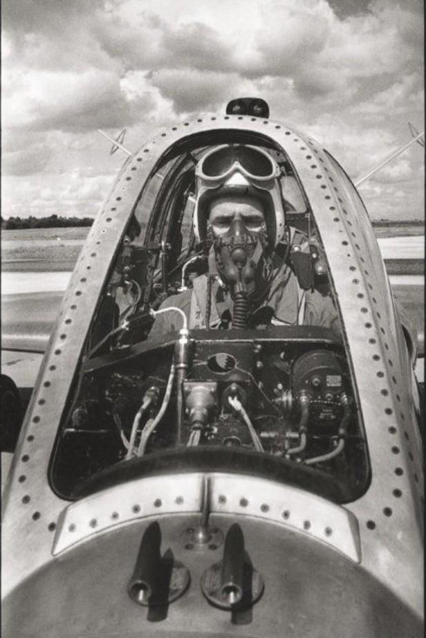 1955. Пилот в кабине