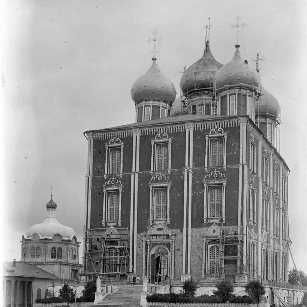 Кремль. Успенский и Христорождественский соборы
