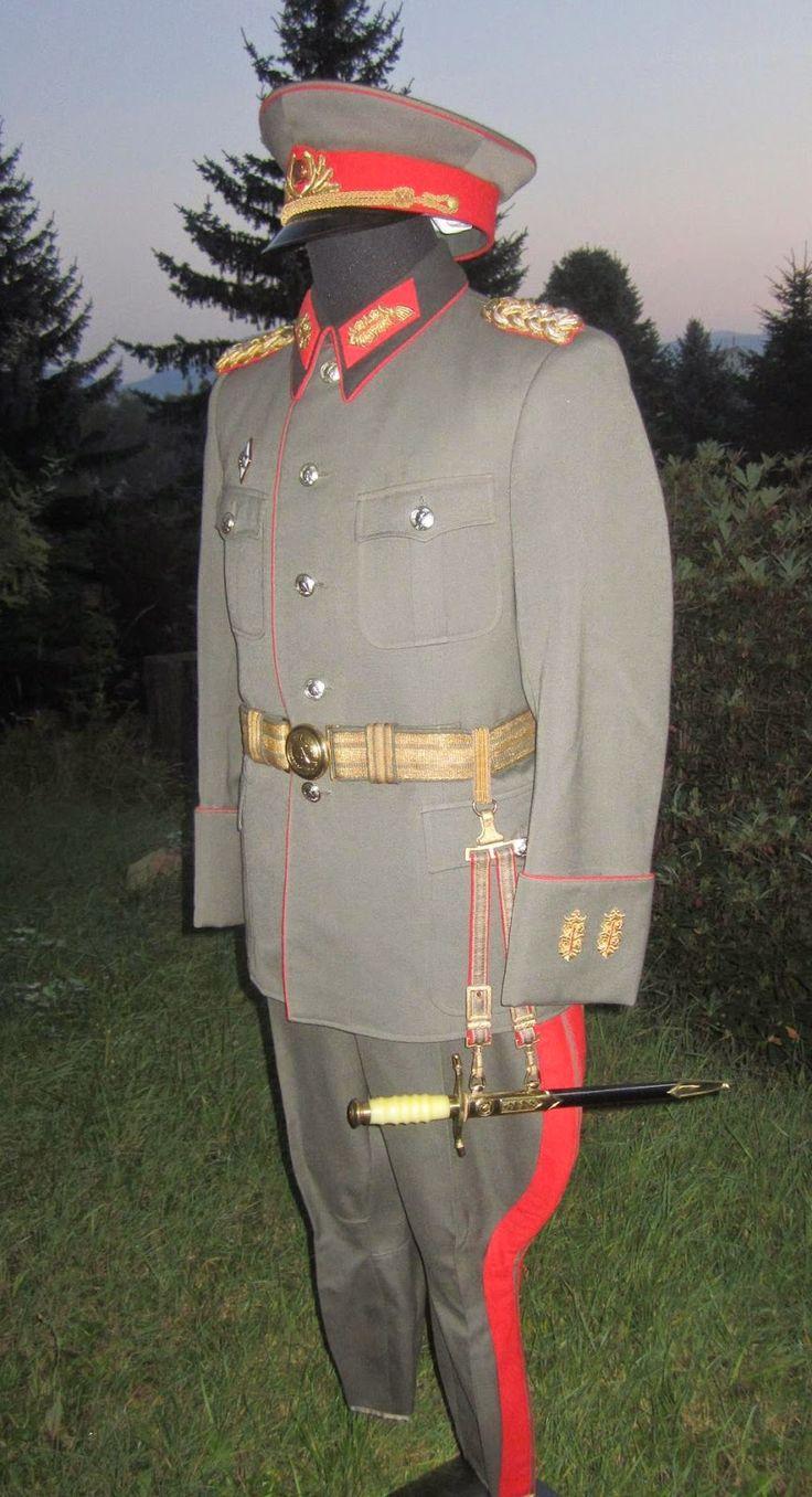a1e52887de4ffa93f33c668e81ee9c49--german-uniforms-german-army.jpg