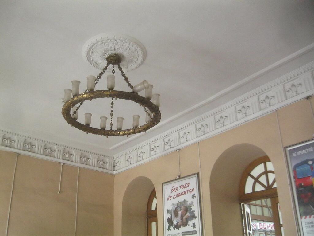 Люстра вестибюля Балтийского вокзала
