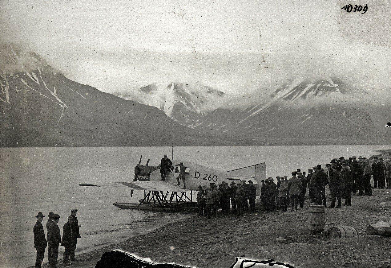F 13 D-260 auf Spitzbergen