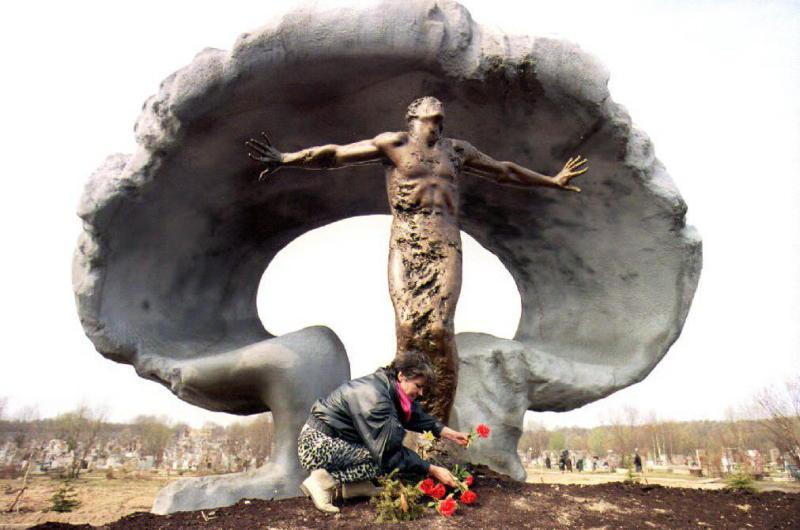 Памятник 28 ликвидаторам аварии на Чернобыльской АЭС