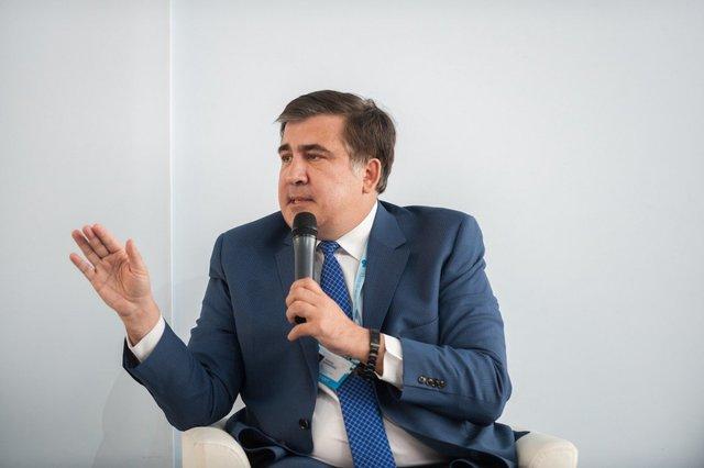 В анкете Саакашвили и документах из Одесской ОГА подписи отличаются