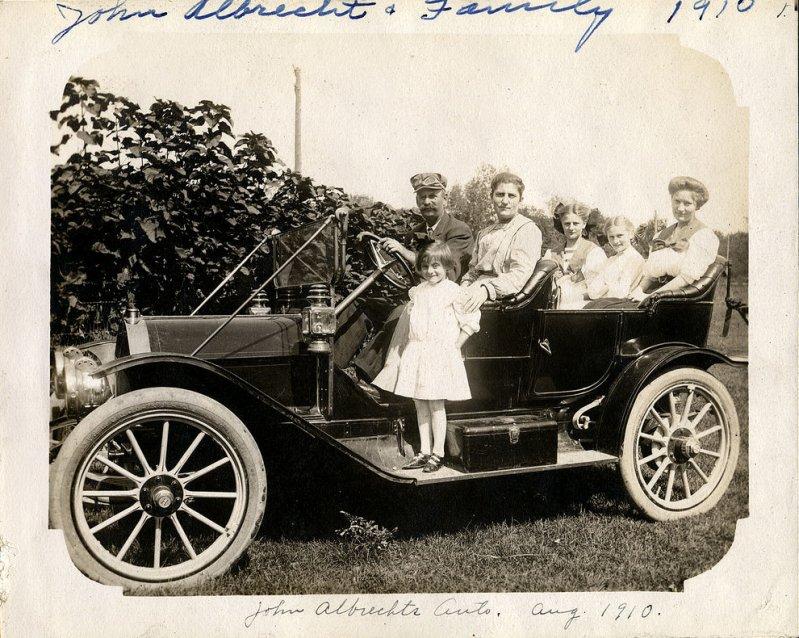 Джон Реннер в Халладей Альбрехта, август 1910