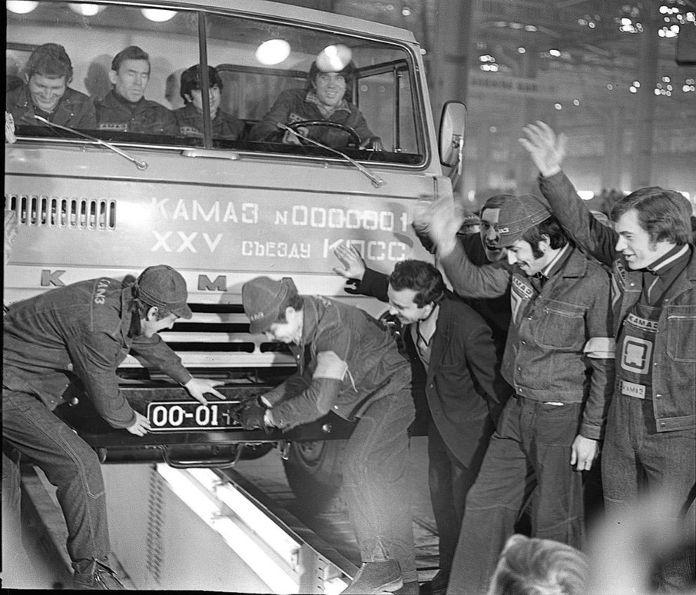 Модель нового советского грузовика оказалась настолько удачной, что сразу же стала предметом эк