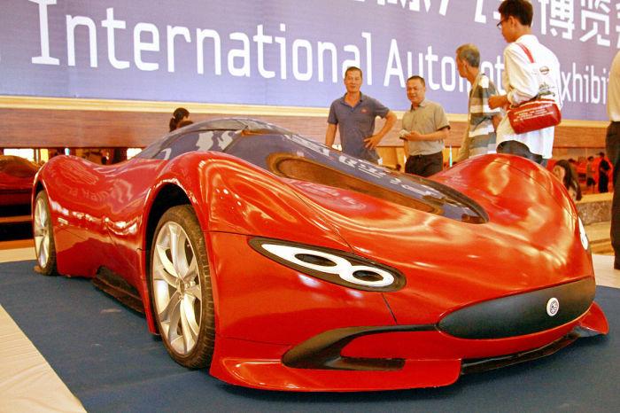 Чен привез свое детище на автошоу Hainan International Automotive Industry Exhibition и произвел фур