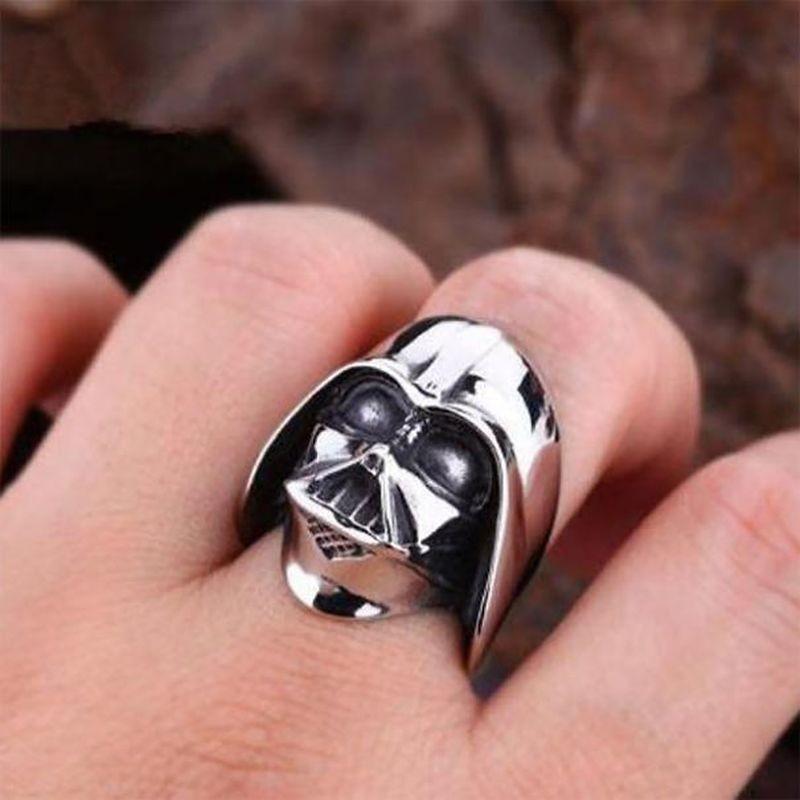 11. Дарт Вейдер Объемное кольцо с изображением центрального персонажа «Звездных войн».