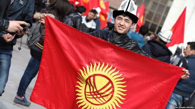 Выборы вКыргызстане пройдут 15октября: Атамбаев подписал закон