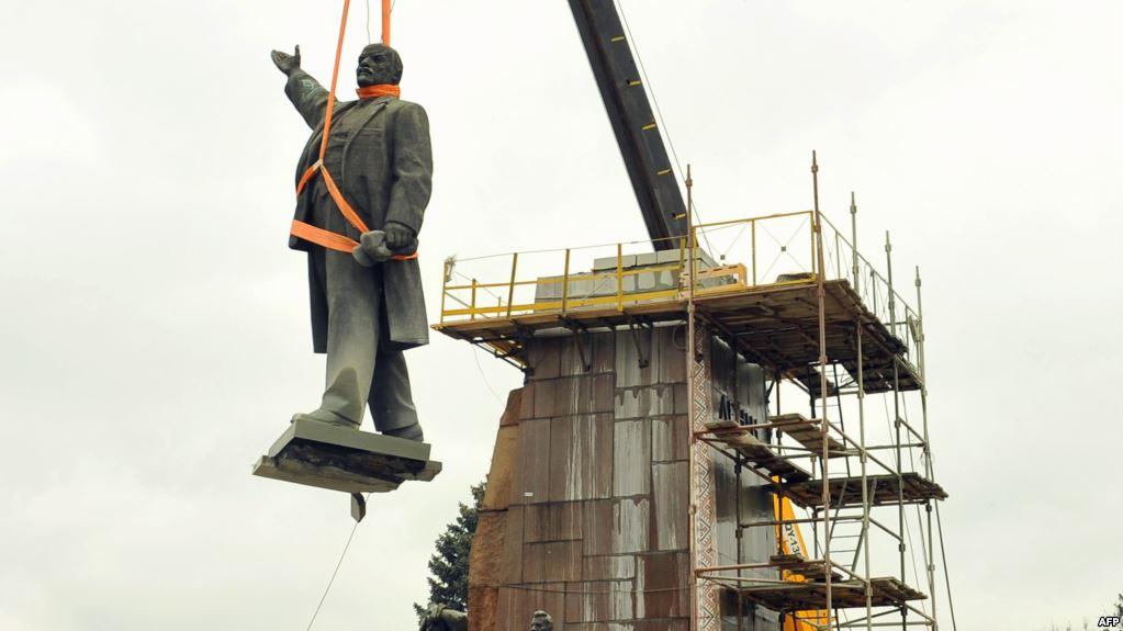 20170824-Памятник Ленину в Москве – как Гитлеру-pic1