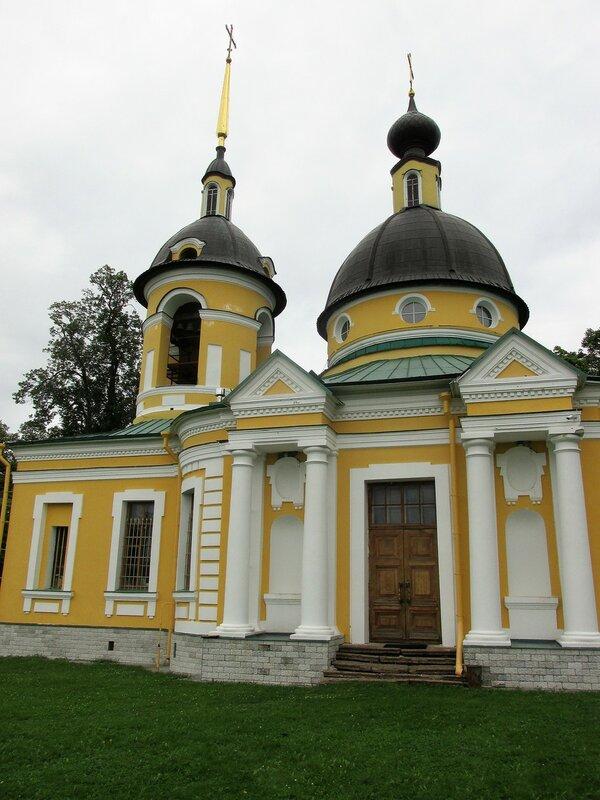 Церковь Троицы Живоначальной, Гостилицы.