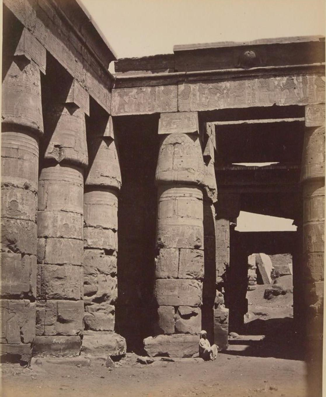 Карнак. Храм Рамзеса III. Внутренний вид