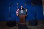 Президент Дональд Трампделает заявление по Сирии в Мар-а-Лаго, Уэст - Палм - Бич, штат Флорида.png
