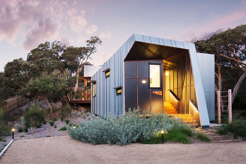 Компактный дом на берегу в Австралии