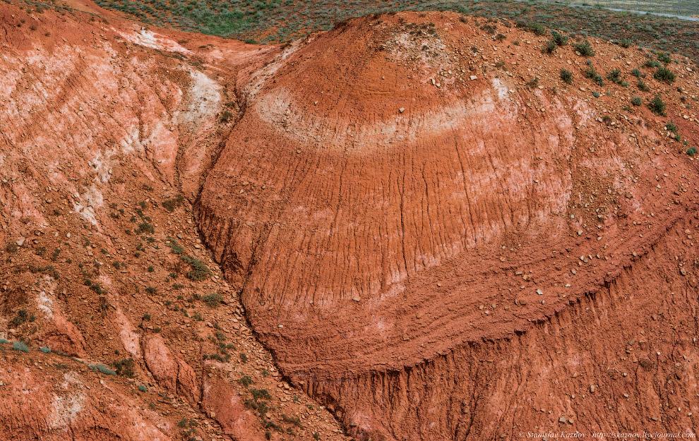 8. Высота горы увеличивается с каждым годом примерно на 1 мм из-за выпирающего соляного купола. В го