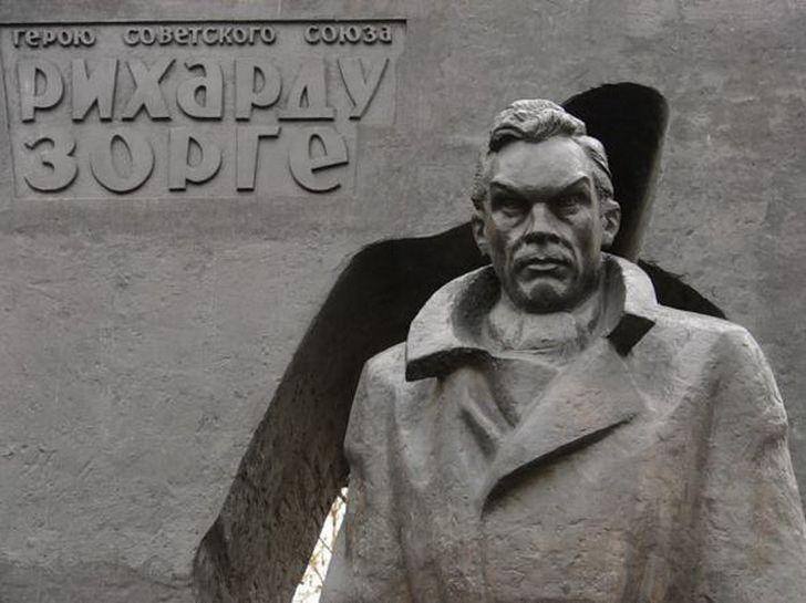 Рихард Зорге — легендарный советский разведчик, которого погубила страсть к женщинам (6 фото)