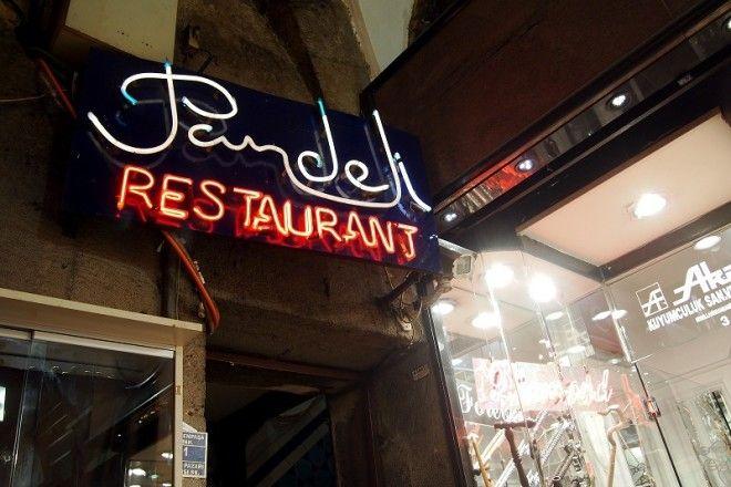 Совсем другое дело — рестораны уровня Мишлен, где всё безупречно — от накрахмаленных ска