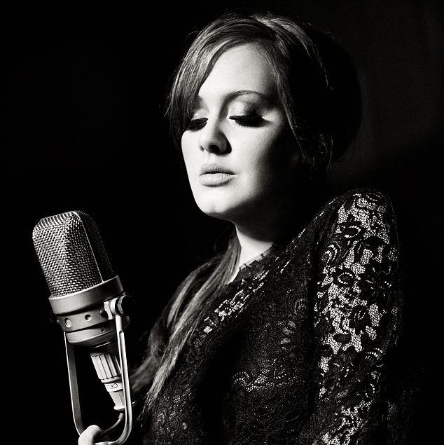Еще одна красавица, сломавшая стереотипы шоу-бизнеса — певица Адель. Благодаря неоспоримому таланту