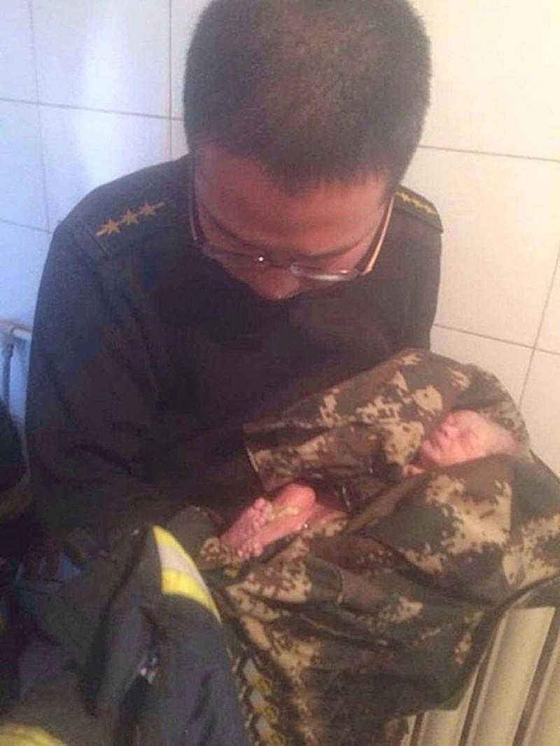 Она 9 месяцев скрывала, что беременна. Потом родила в туалете и смыла младенца в унитаз. Шок!