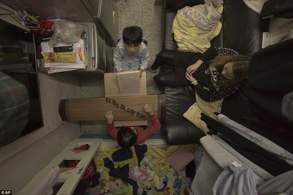 Мать-одиночка Ли живет с двумя детьми и платит 580 долларов в месяц за клетушку площадью 11 квадратн
