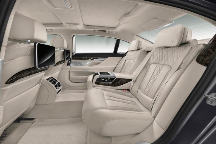 Задние сиденья в новом BMW 7-й серии. | Фото: autoexpress.co.uk. Весьма сомнительная опция доступна