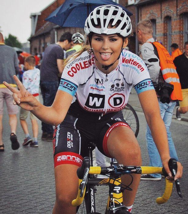 Пак Мунен – очаровательная велосипедистка из Голландии