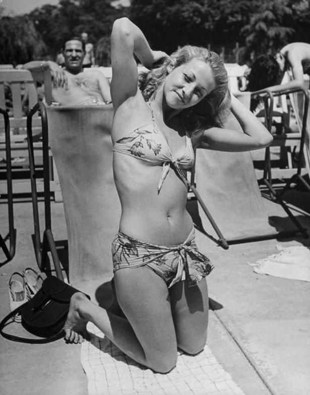 9. Солнечные ванны во Франции, 1945 г. (Ralph Morse—Time & Life Pictures/Getty Images)