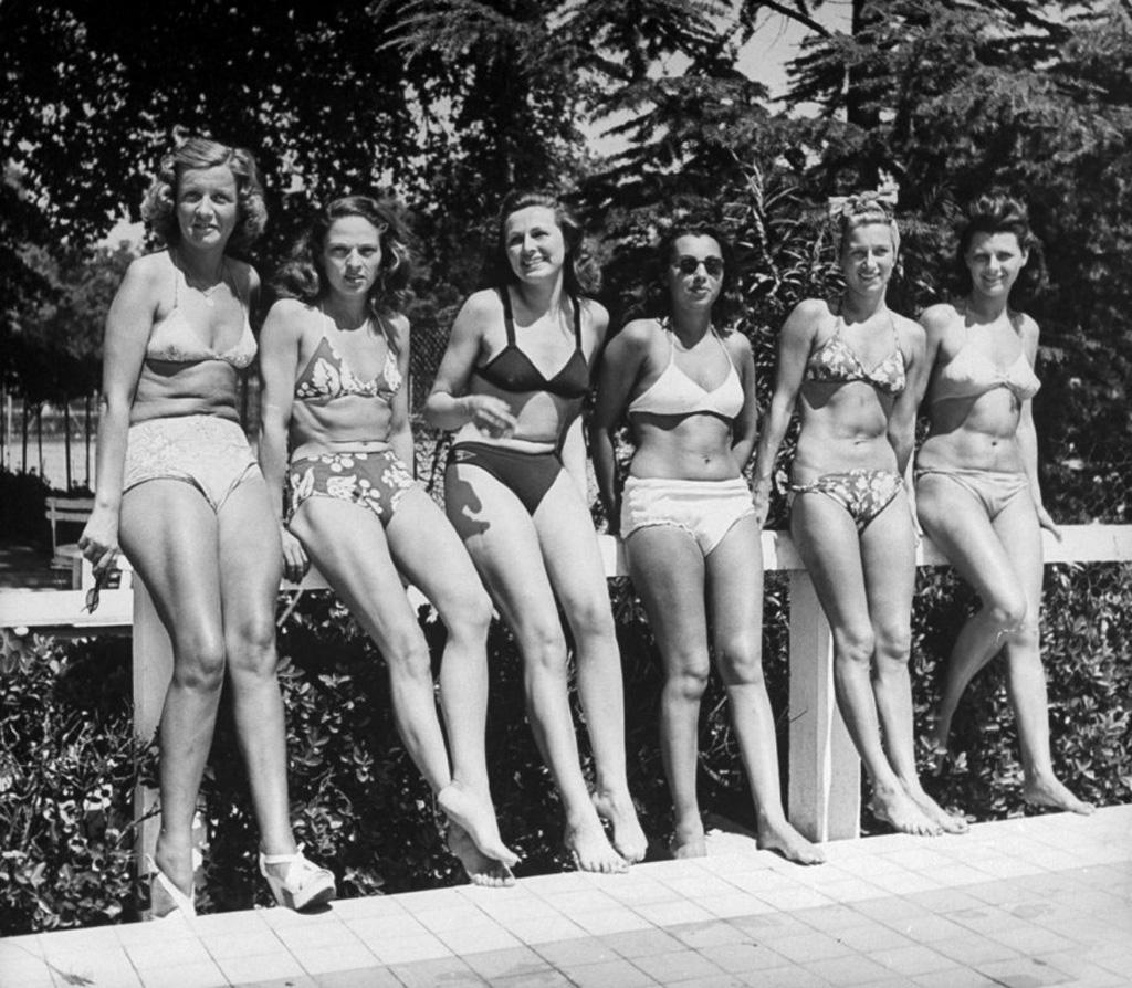 11. На пляже во Франции, 1945 г. (Ralph Morse—Time & Life Pictures/Getty Images)