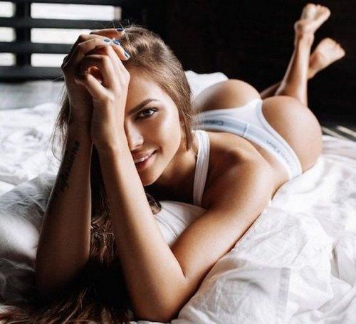 Сексуальные девушки в постели