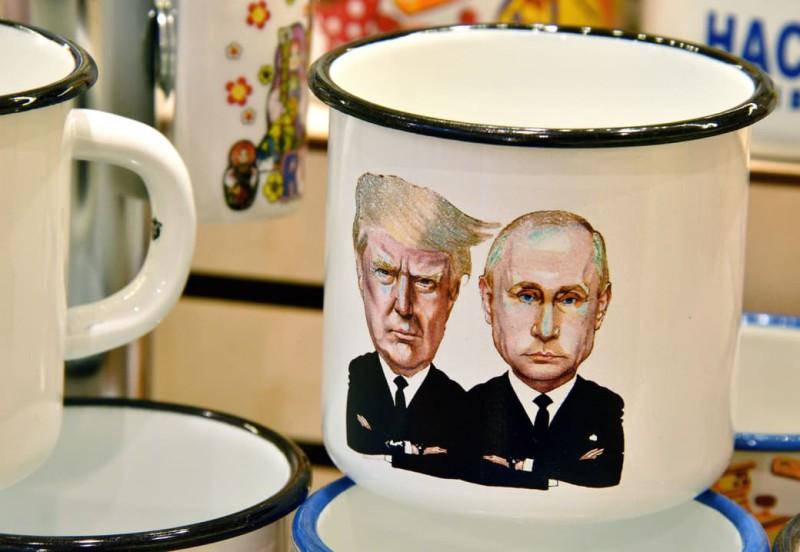 А вот еще кружка, правда железная, с Путиным и Трампом.