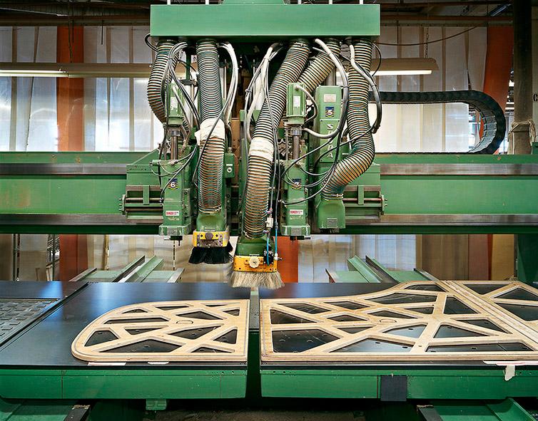 Кстати, одно время компания Steinway производила детали для автомобилей «Мерседес» и судовых дв